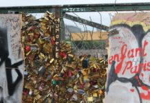 Pont des Arts - Paris - Street Art